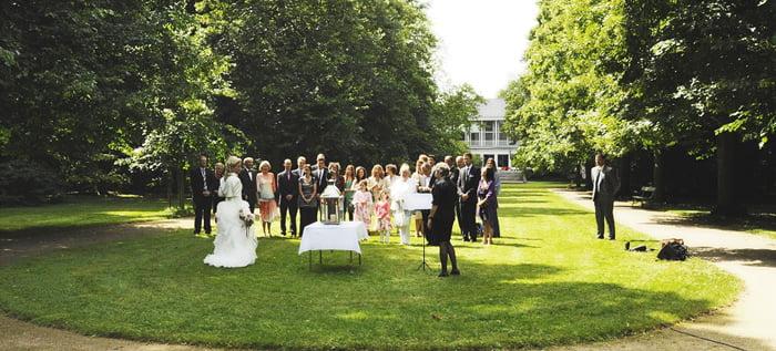Hochzeitsfeier bei einer freien Trauung