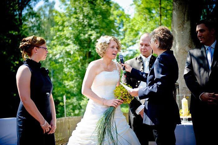 Freier Theologe auf einer alternativen Hochzeit