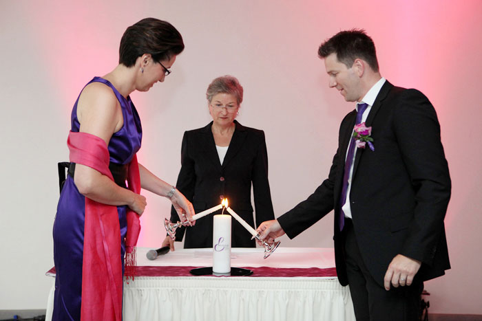 Freie Trauung - Der Hochzeitsredner führt durch die Zeremonie