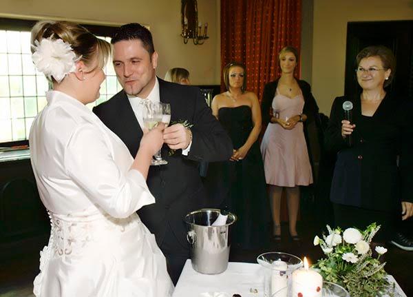 Hochzeitsredner auf einer freien Hochzeitsfeier